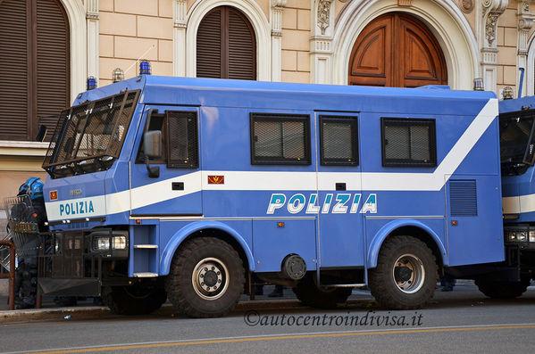 Iveco eurocargo ml100e21 4x4 mammuth iveco eurocargo - Carabinieri porta genova milano ...